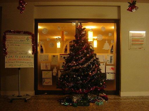 Image School Christmas tree