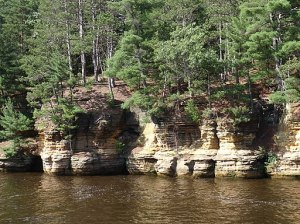 photo of sandstone bluffs along the Wisconsin River