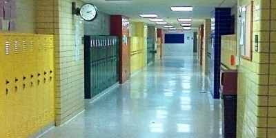 a hallway in a high school with lockers